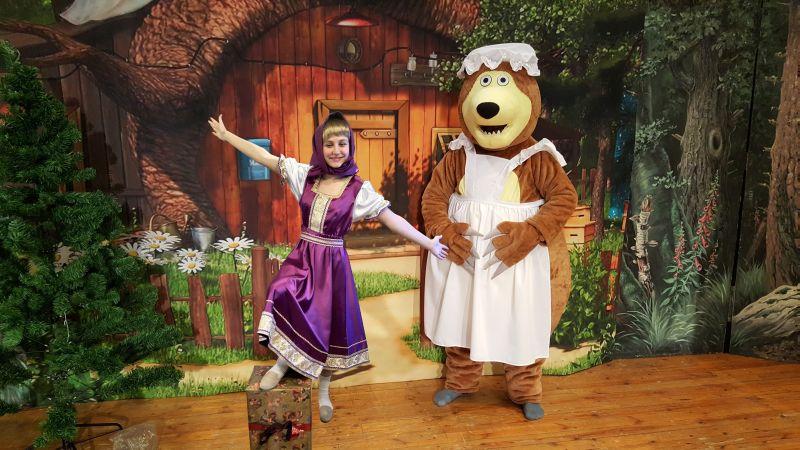 Mascha und der Bär feiern Weihnachten