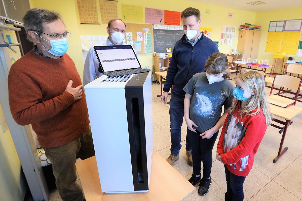 Grundschule Melsbach hat neue Luftreiniger mit medizinischer Zulassung