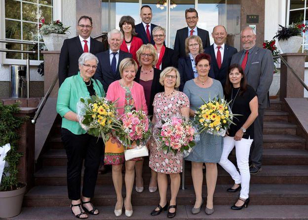 Vorstand dankt Mitarbeitern für langjährige Treue