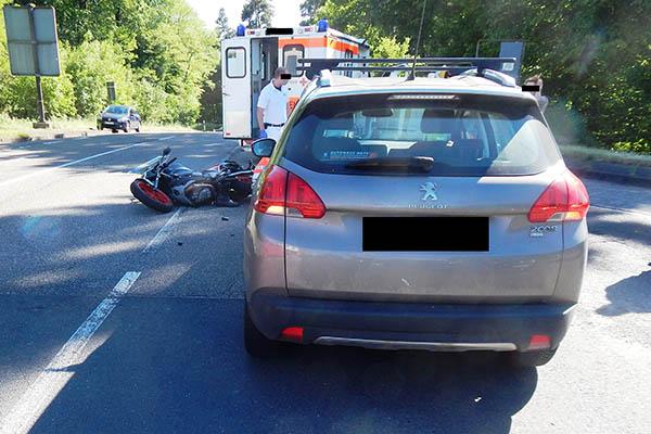 Zwei Motorradunfälle – jeweils Rettungshubschrauber im Einsatz