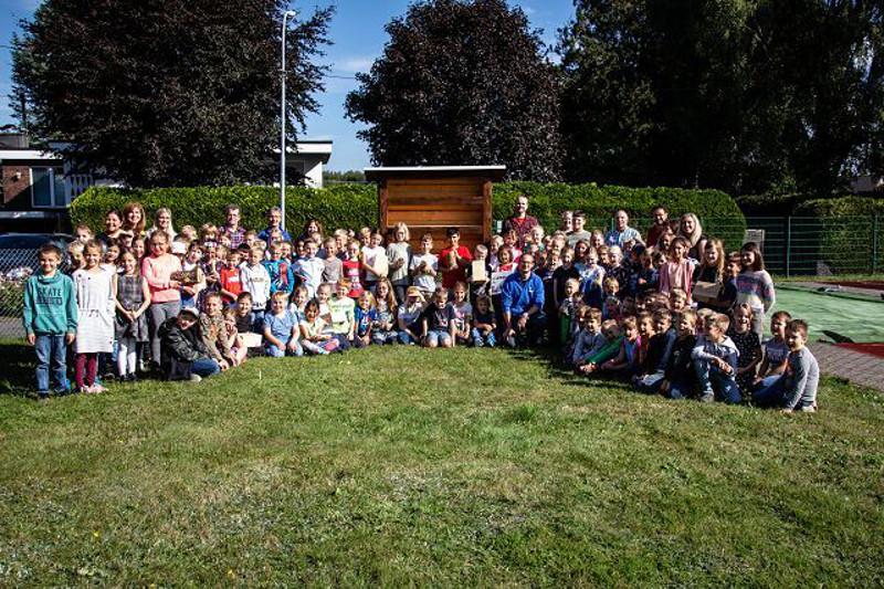 Neues Wildbienenhotel für die Grundschule Marienrachdorf