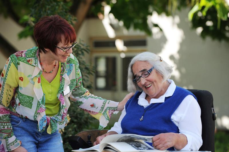 Im Heinrich-Haus startet am 1. Juli 2019 ein neuer Kurs, in dem bis zu 15 Frauen und Männer eine Qualifizierung in der Altenhilfe erhalten. Foto: Heinrich-Haus