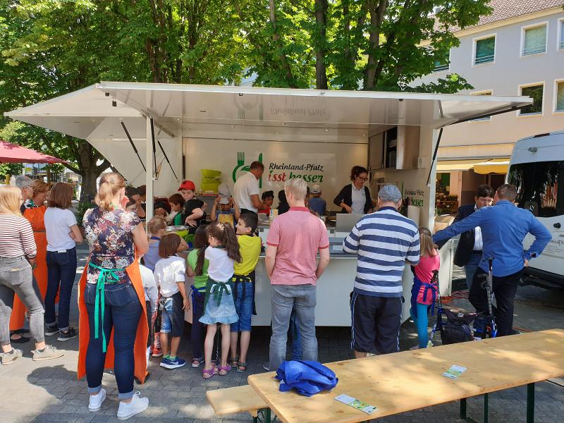 Der Kochbus des Umweltministeriums war in Neuwied zu Gast. Foto: Pressebüro Neuwied