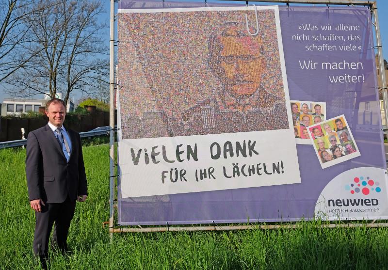 Bürgermeister Jan Einig freut sich über mehr als 500 geschenkte Lächeln. Foto: Pressebüro Neuwied