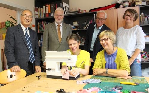 Rotary Club Westerwald spendet Nähmaschine für Diakonie-Tagesstätte