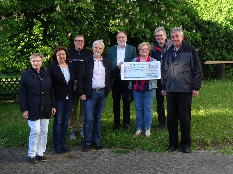 Chor Niederbieber überreichte Kirchbauverein 2.600 Euro