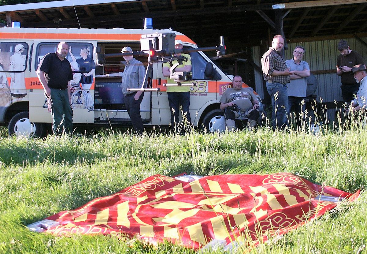 Mit der Drohne auf Rehkitzsuche: Arbeiter-Samariter-Bund macht es vor