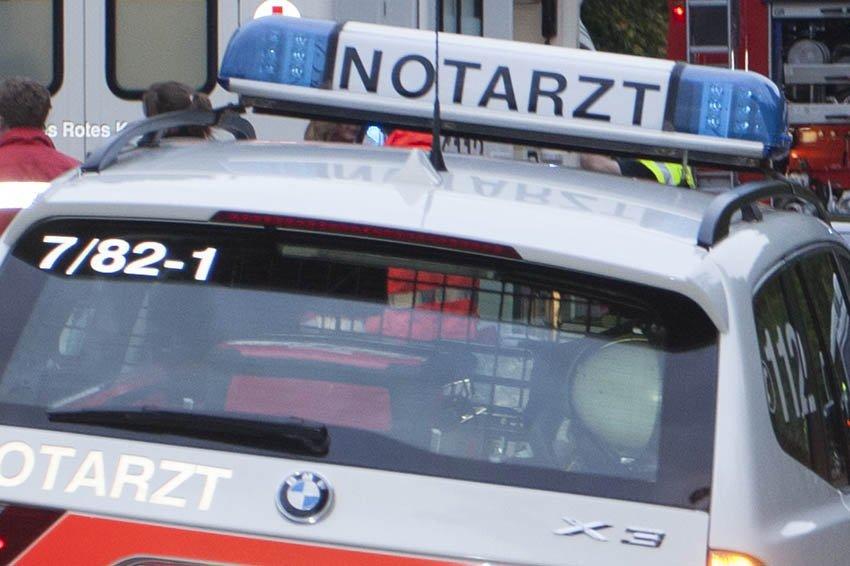 Auto fährt ungebremst in Fahrradfahrer - schwer verletzt