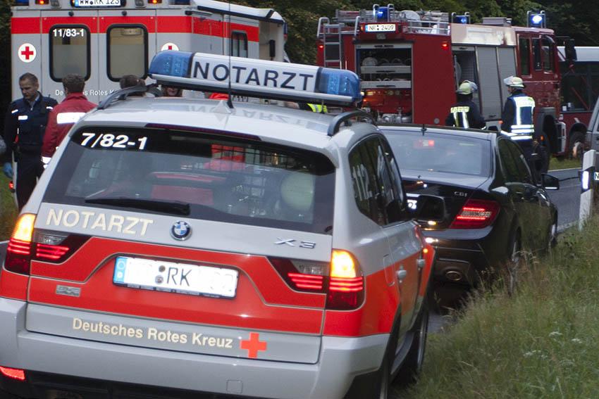 Schwerer Verkehrsunfall auf B 42 mit eingeklemmten Personen