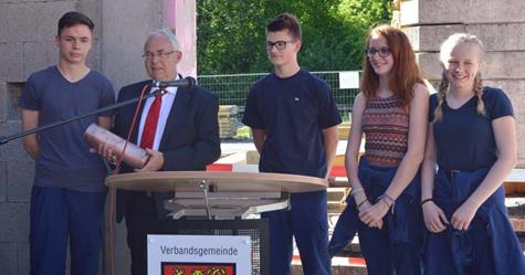 Grundsteinlegung f�r das Ger�tehaus der freiwilligen Feuerwehr Oberlahr