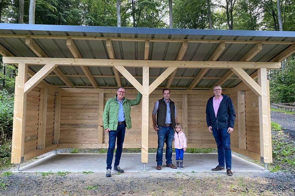Oberraden: Neue Schutzhütte im Aubachtal und Burschen spenden