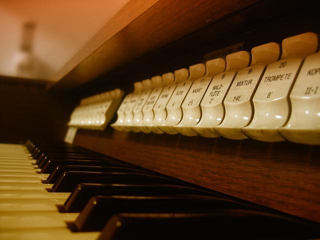 Horn und Orgel bei der Marktmusik