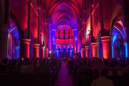 Orgelnacht taucht Basilika in Marienstatt in farbiges Licht