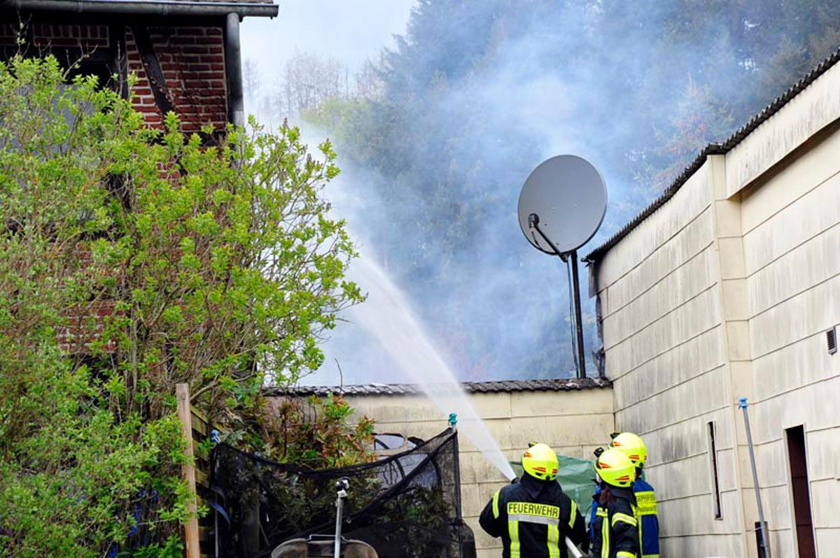 Gebäudebrand in Obersteinebach: Mehrere Feuerwehren im Einsatz