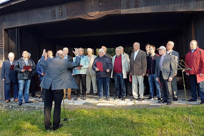 Gesangverein Oberbieber sang am frühen Ostersonntag