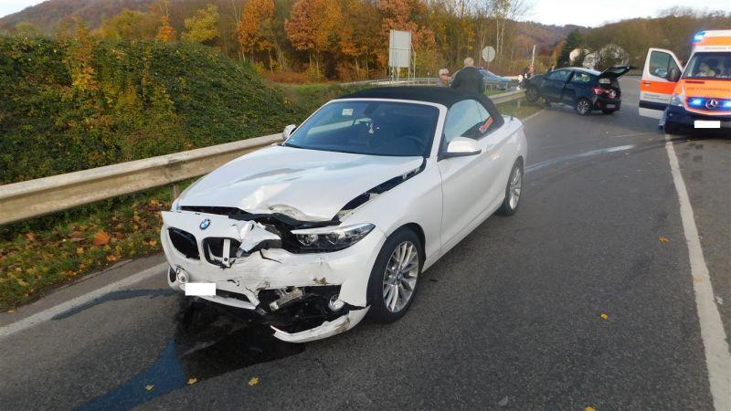 Schwerer Verkehrsunfall mit drei leicht Verletzten