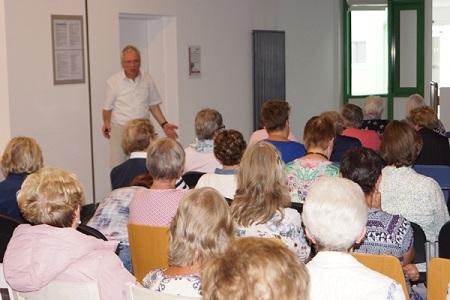 Viele Interessierte beim Fachvortrag der Abteilung Frauenheilkunde
