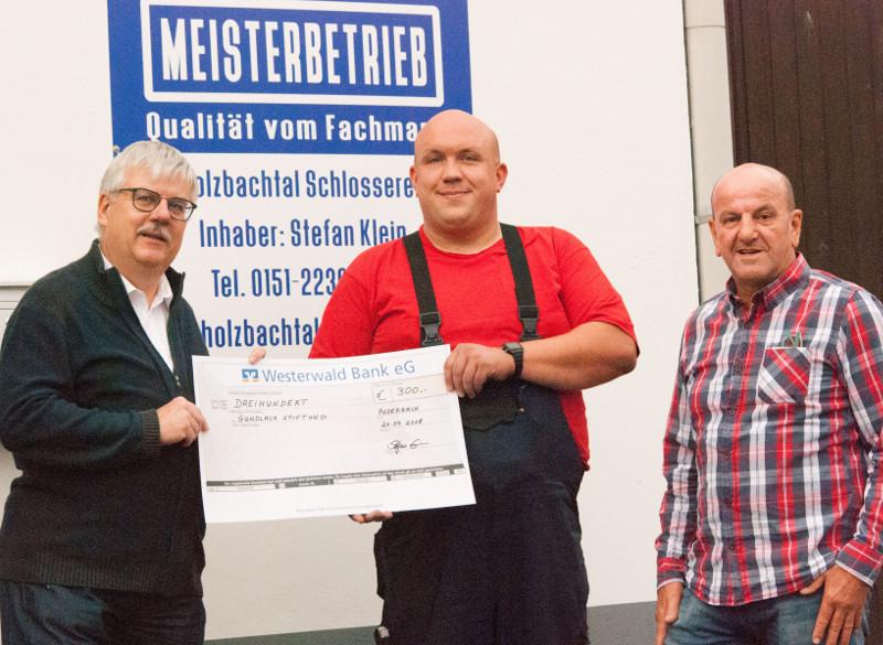 Holzbachtal-Schlosserei spendet an die Gundlach Stiftung