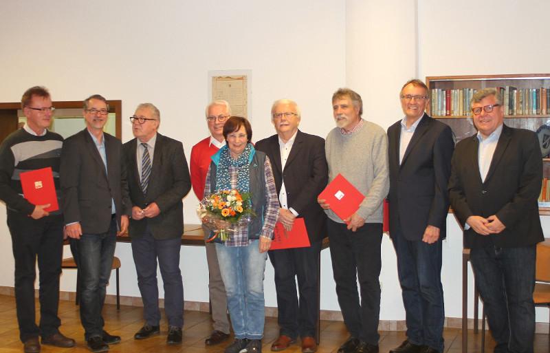 Ehrung der langjährigen SPD-Mitglieder (v.l.n.r.): Wolfgang Müller (50 Jahre), Sven Lefkowitz (Kreis Neuwied), Thomas Eckart (Vorsitzender SPD- Ortsverein Puderbach), Volker Mendel (Bürgermeister VG Puderbach), Ute Starrmann, Ulrich Schuh (40 Jahre), Wolfgang Kunz (ehemaliger Bürgermeister VG Puderbach und Mitglied des Kreistages, 40 Jahre), Rainer Kaul (Landrat a.D., 50 Jahre), Michael Mahlert (1. Beigeordneter Kreis Neuwied). Foto: Privat