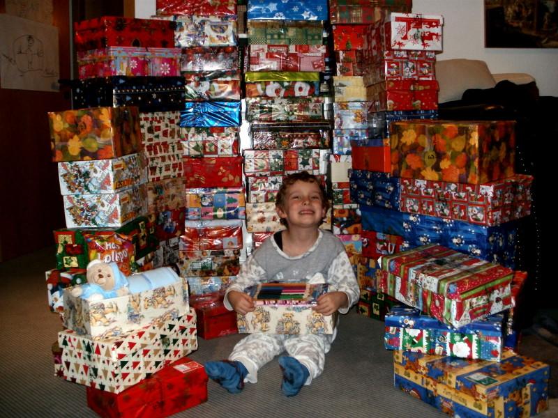 Weihnachten im Schuhkarton beschenkt wieder bedürftige Kinder