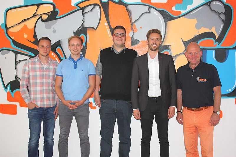 v.l. Christopher Ebert (App-Entwicklung, Programmierung), Mathis Haane, Daniel Maron, Felix Thönnessen und Hartmut Lösch gehören zum Team von Placing-You Foto: jkh
