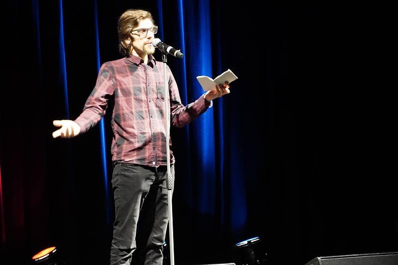 Jesko Habert hat die Landesmeisterschaften im Poetry Slam gewonnen. (Fotos: LeaS)