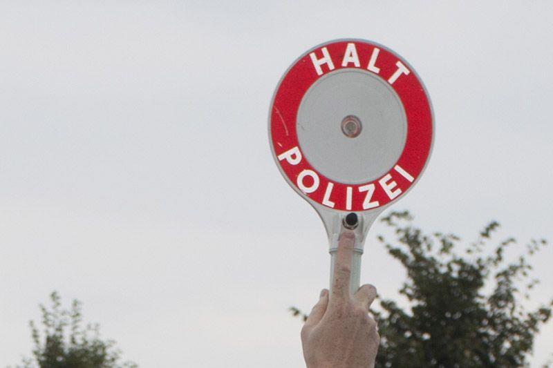 Polizei legte technisch marode Kleintransporter mit Anhänger still