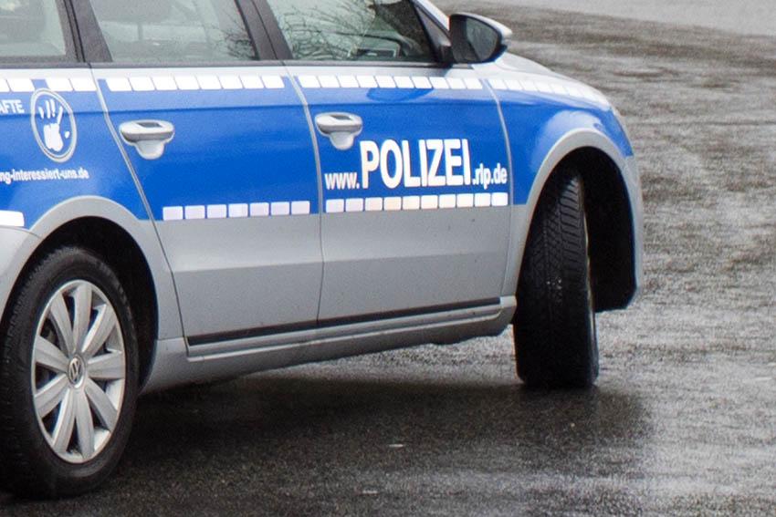 Verkehrsunfall mit drei Autos und zwei Verletzten