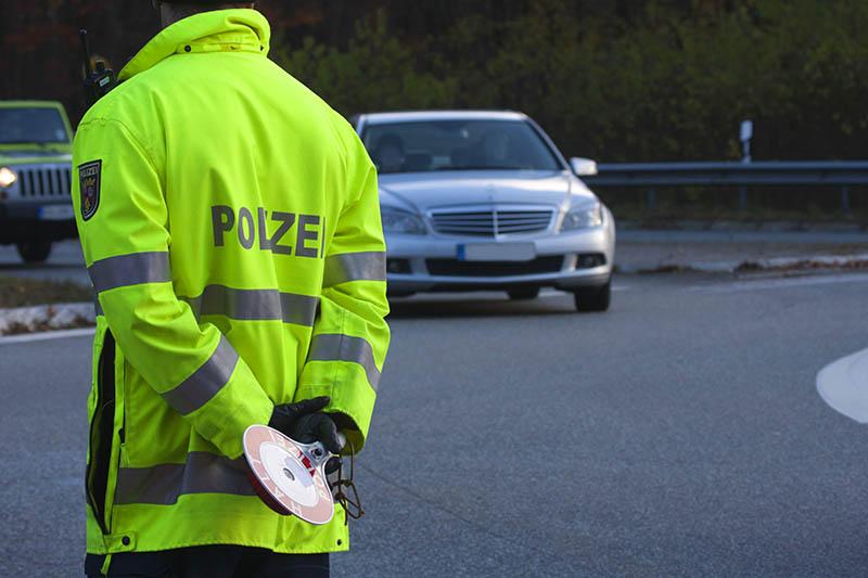 Geschwindigkeitskontrollen der Polizei Straßenhaus