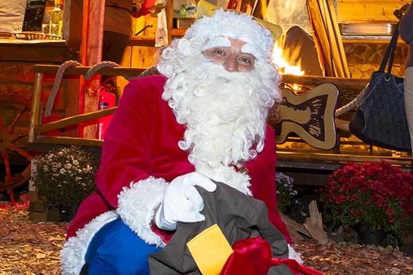 Weihnachtliche Märchenstunde mit BHAG-Präsente-Klaus