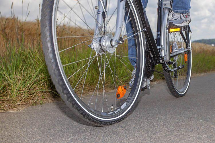 Kollision zwischen zwei Fahrradfahrern mit Unfallflucht