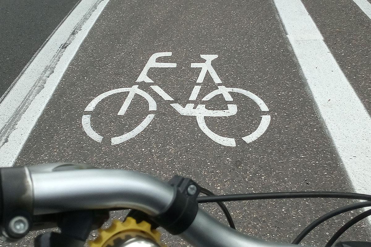 Eine eigene Spur sorgt auf der Langendorfer Straße für sicheres Radfahren. Foto: Stadt Neuwied
