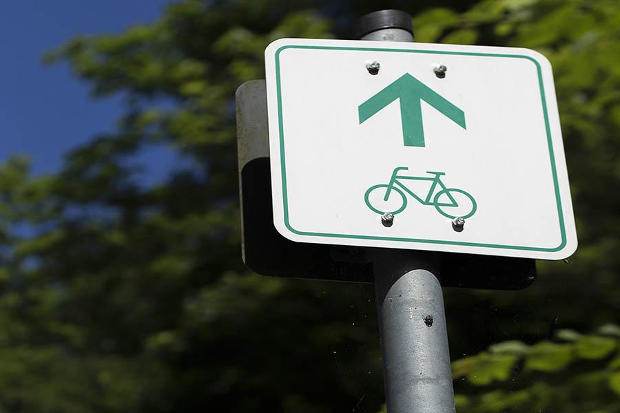 Konflikte zwischen Radfahrern und Wanderern auf Pfaden im Naturpark Rhein-Westerwald