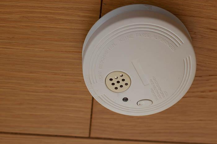 feuerwehr warnt vor falschen rauchmelder kontrolleuren nr. Black Bedroom Furniture Sets. Home Design Ideas