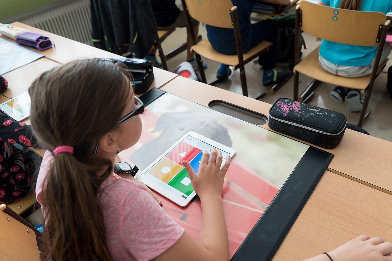 Digital-Pakt Schule: 3,8 Millionen Euro fließen in die Region
