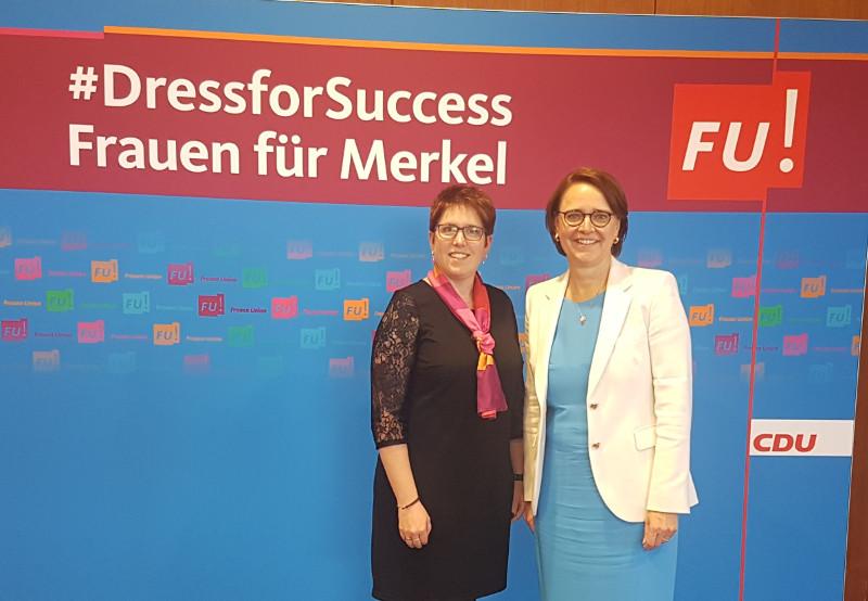 Jessica Weller (links) und die FU-Bundesvorsitzende Annette Widmann-Mauz (rechts) Foto: Privat