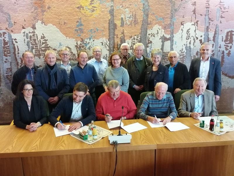 Viele Unterschriften waren erforderlich, damit die Resolution ihren Weg zu den zwei Empfängern in Mainz antreten kann. (Foto: hak)