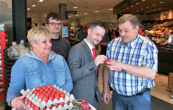 Zum Wahlkampfauftakt gab es rote Ostereier