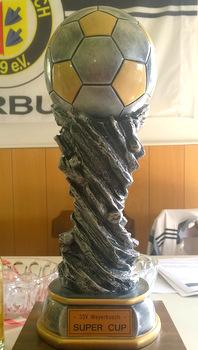 Der Wanderpokal des SSV-Super-Cups des SSV Weyerbusch erwartet den Sieger des Turniers im Juli. (Foto: Veranstalter)