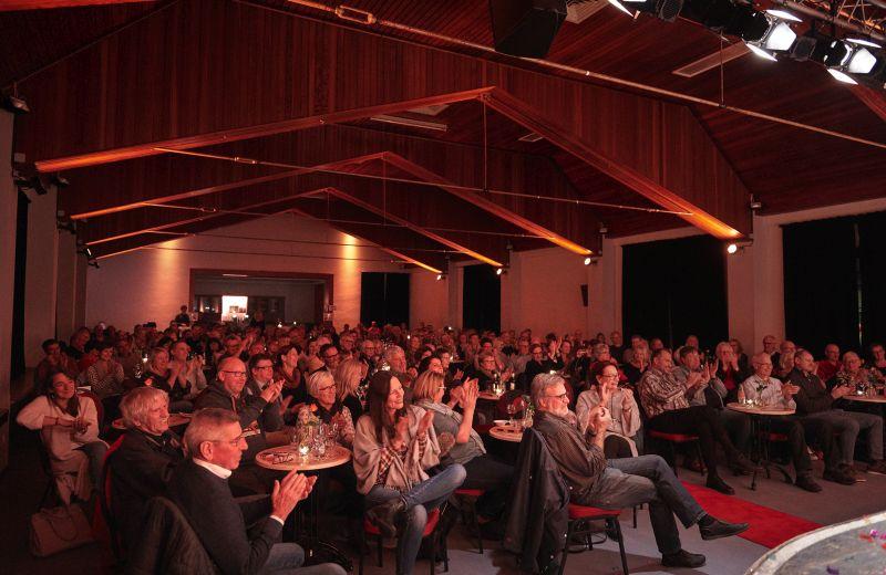 Sarah Hakenberg in der Hachenburger Stadthalle. Foto: Matthias Ketz