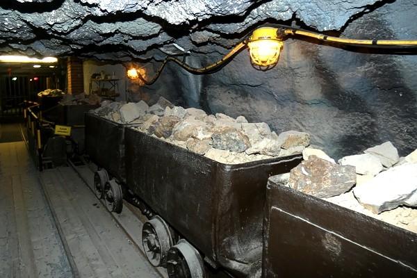 Schaustollen im Bergbaumuseum Herdorf/Sassenroth - Abtransport des Abraums