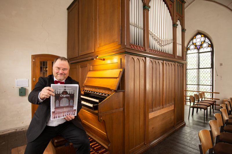 Orgelführer stellt besondere Wäller Instrumente vor