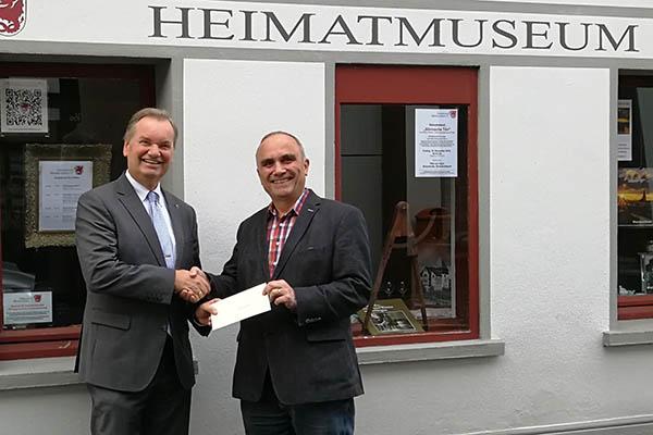 Statt Weihnachtspost Spende an Heimatverein Rheinbreitbach