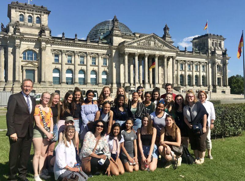 Schülerinnen aus Neustadt und Südafrika in Berlin