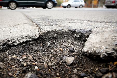 In Wissen sind viele Straßen sanierungsbedürftig. (Foto: Archiv IG Bau)