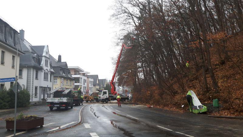 Sperrung Bahnhofstraße wegen Baumpflegearbeiten am Schlossberg