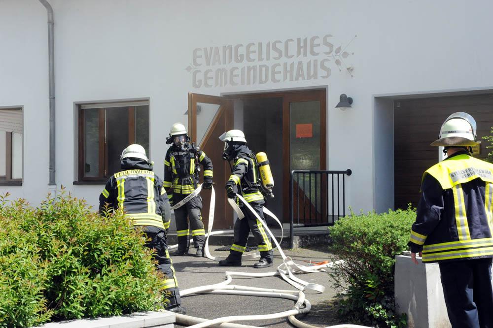 Feuerwehr kann Brand im Gemeindehaus Schöneberg schnell löschen
