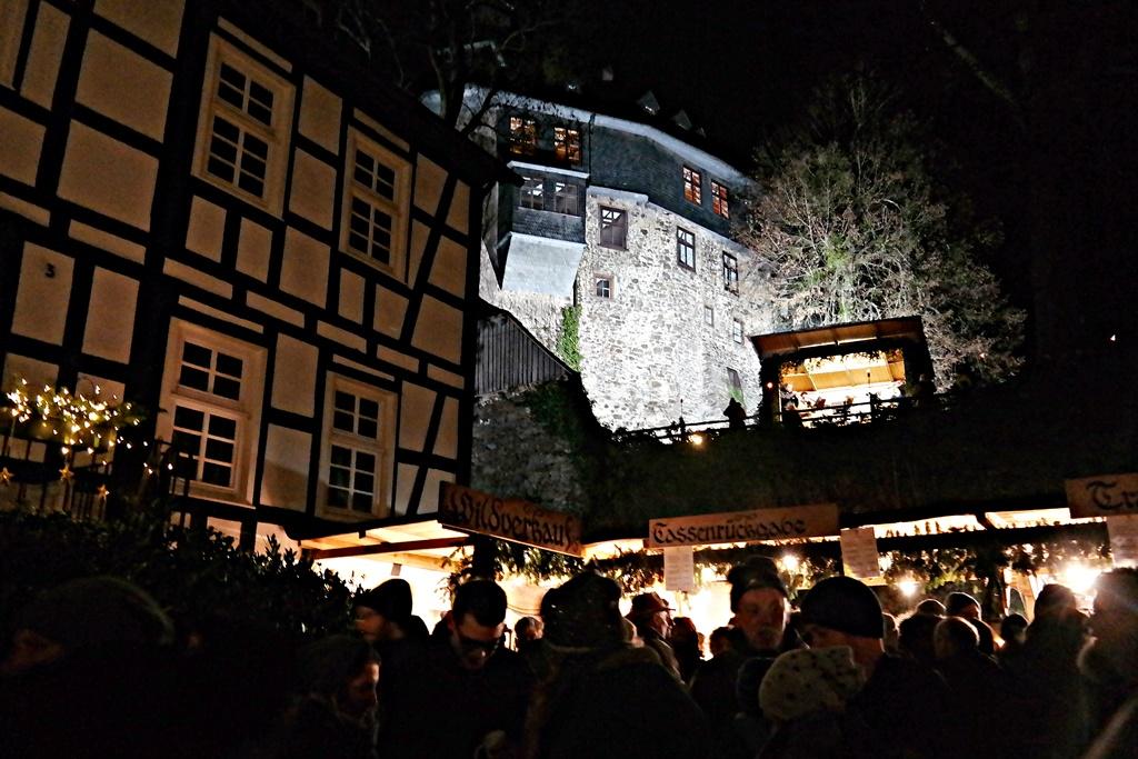 Beschaulicher Weihnachtsmarkt im Schlosshof