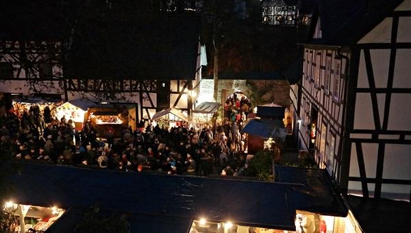 Weihnachtsmarkt in Sch�nstein 2019: Romantik im Schlosshof