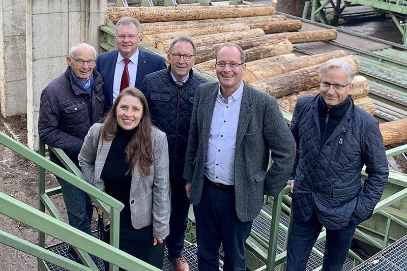 Besuch bei der Firma van Roje: Senior-Chef Hans Mühmel (l.) und Geschäftsführender Gesellschafter Oliver Mühmel (r.) freuten sich über den Besuch der CDU-Delegation rund um den Generalsekretär Gerd Schreiner. Foto: CDU